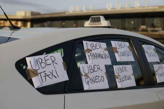 2048x1536-fit_un-taxi-en-greve-proteste-contre-les-services-uber-a-l-aeroport-d-orly-le-25-juin-2015